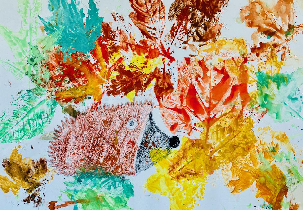 Igel im Herbstlaub von Franziska, Klasse 2b