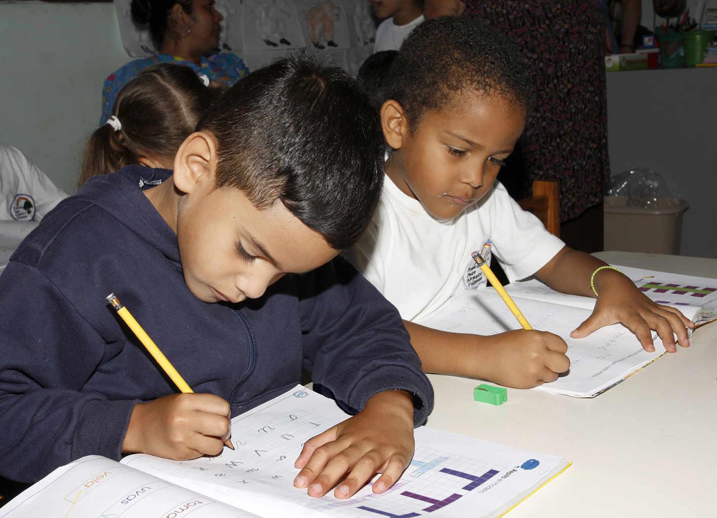 Kinder aus benachteiligten Familien in Carracas werden in der von uns unterstützen Einrichtung betreut