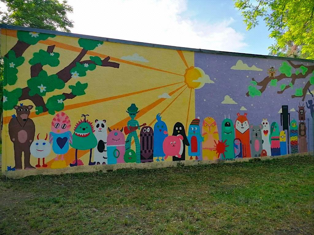 Die Schulwand wurde von den beiden 4. Klassen gestaltet.